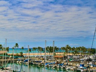 Ilikai Marina 482 Ocean / Sunset / Fireworks Views Queen Bed, Sofa Bed, Honolulu
