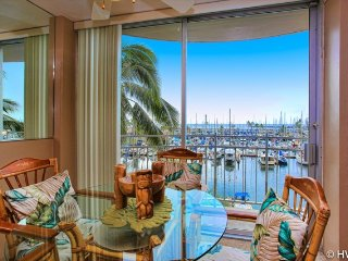 Ilikai Marina 484 Ocean / Sunset / Fireworks Views King Bed, Sofa Sleeper, Honolulu