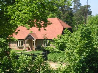 Yaffle Cottage. Home comforts in an idyllic woodland setting