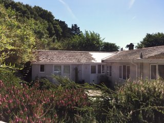 Hillside annexe, private garden & far reaching views of Lyme Bay, Morcombelake