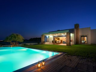 CRISTELIA, LUXURY SEA FRONT & POOL VILLA, Lachania
