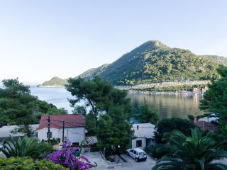 Guest House Maruska - Two-Bedroom Apartment with Terrace and Sea View