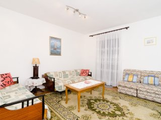 Comfort Riverside Apt-Three Bedroom Apt, Terrace
