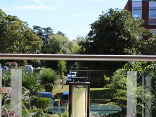 Large 2 Bed Apartment overlooking the River Thames, Maidenhead