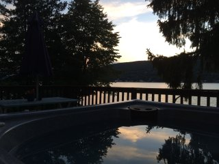 Lakehouse with Stunning Views 1 hour from NYC!!