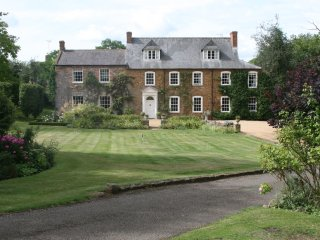 North Church House, sleeping 16 near Silverstone