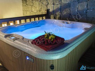 Villa Azure Hot Tub In The Evening