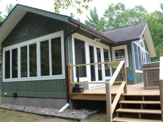 Algonquin Mountain Chalet: Hot Tub, Dog Friendly, 1.4 mi to Whiteface, Sauna, FP