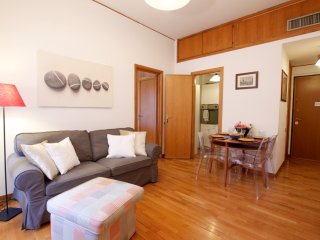 Ara, very comfortable with excellent location, Roma
