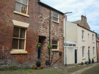 Whitby seaside cottage 3 beds with parking