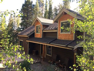 Peak 7 Ski Retreat 3BR/2.5BA 5 Mins Slopes