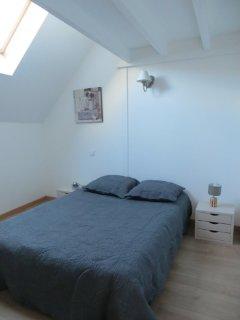 Chambre avec 1 lit 140cm