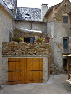Cour privée avec terrasse