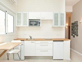 Bright & Quiet designer suite  - Gordon beach, Tel Aviv