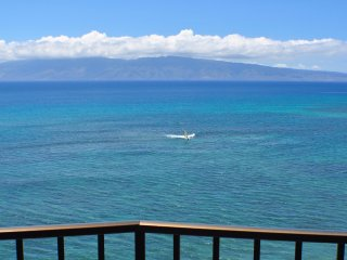 Valley Isle Resort #1010 - Oceanfront Corner Unit, Lahaina