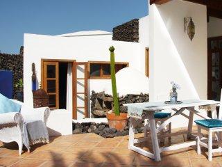 La FINCA CREATIVA  'Casa HIBISCO' Uga, LANZAROTE