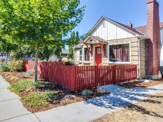 Cozy dog-friendly house w/ peaceful setting & convenient location, Hood River