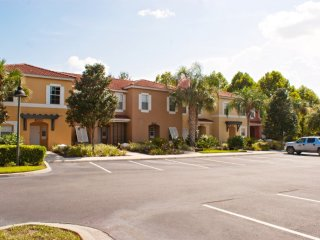 3-Bedroom Townhouse with Community Pool & Jacuzzi, Four Corners