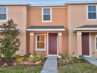 2-Bedroom Townhome with Community Pool & Porch