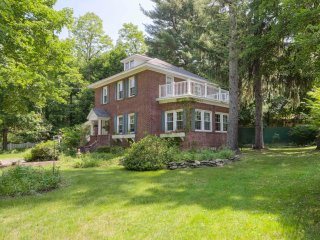 Charming Brick House -Hudson Valley, Poughkeepsie