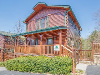 Bear Creek Theater Lodge, comfortably sleeps 18!