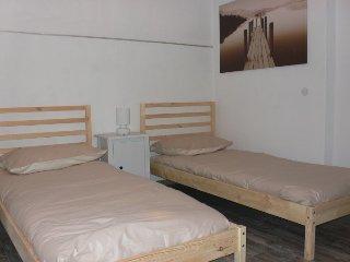 Camera 2 letti singoli in appartamento.