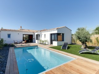 Charming new house with a pool, Rivedoux-Plage