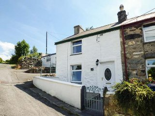 LUSCINIA, end-terrace pet-friendly, WiFi,  enclosed patio, Llanberis, Ref 928691