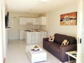 One Bedroom Deluxe Unit at Alexandra Beach Resort, opposite Alex Beach, Alexandra Headland