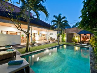 Villa Star, 3 bedroom with pool central Seminyak