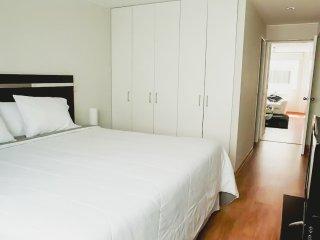 Modern 1 Bedroom apartment,half block Larco Avenue