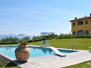 Villa accommodation up to 6 pax close to Cortona