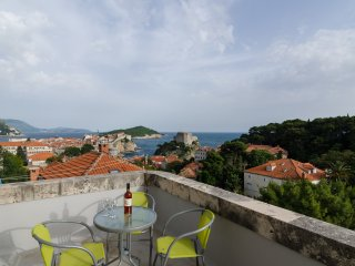 Apt Pavlic- Two Bedroom Apartment with Balcony, Dubrovnik