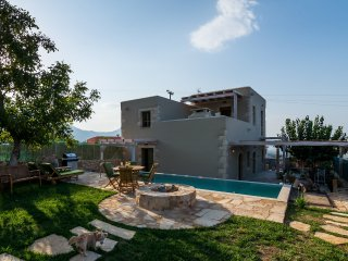 Traditional Stone built Villa, Private Pool, 50m from Tavern & 4km to the Beach