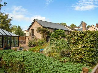 OLD HOUSE COTTAGE, romantic retreat, woodburner, pet-friendly, private garden