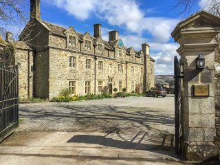 HORSLEY HALL, Grade II listed detached manor house, all en-suite bedrooms, private grounds and WiFi, Stanhope, Ref 936994
