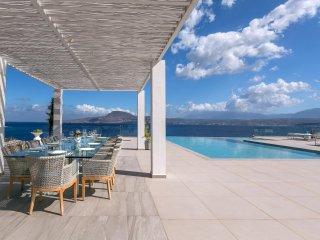 6 Bedroom Seafront VIP Villa, Loutraki Chania