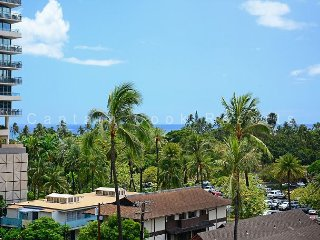 Heart of Waikiki! 2 bedrooms/1 bath. Partial ocean view!  Fireworks view!, Honolulu
