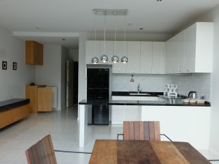 Two Bedroom with Kitchen 10 Min to Beach, Kamala