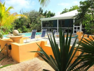 2 bedroom cottage in the heart of Grace Bay