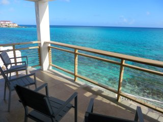 OCEAN FRONT HOME WITH POOL, Nassau