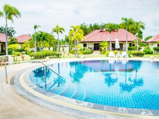 3BR House Villa Rayong Gated Pool Internet Air Con, Klaeng