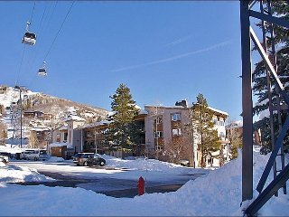 Fully Renovated Upscale Condo - Only 52 STEPS to Ski Slope Access (4609), Steamboat Springs