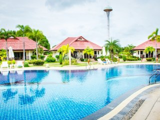 Rayong 3 Bed Villa Pool Internet Air Con Gated, Klaeng