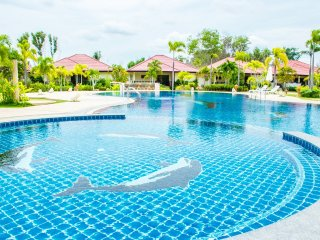 Rayong 3BR House Villa Gated Pool Internet Air Con, Klaeng