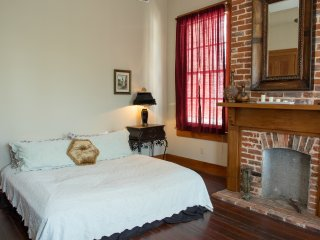 Spacious Room in Lower Garden Historic Home, Nueva Orleans