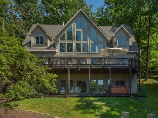 Exquisite 5 Bedroom Luxury Lakefront home with private dock & hot tub!