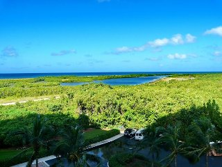 Tranquil beachfront condo w/ heated pool & magnificent ocean views, Isla Marco