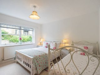 Bath City Centre, Quiet Apartment, Sleeps 6 (MB)