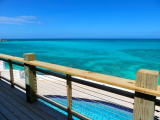 MODERN OCEAN-FRONT PARADISE